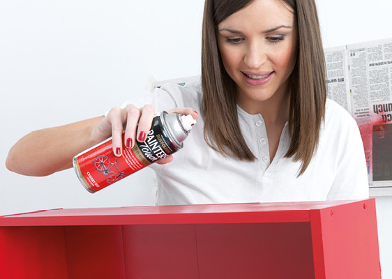 How To Spray Paint A Bookshelf
