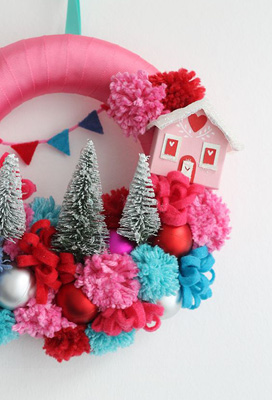 SIX UNIQUE AND UNUSUAL CHRISTMAS WREATHS